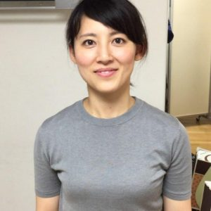 福田彩乃グレーカットソー