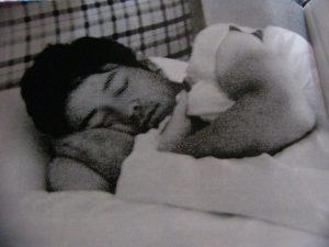 陣内智則 彼女 松村未央 浮気相手 ベッド写真 画像